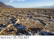 Death Valley - Badwater salt flat , Lowest point in USA. Стоковое фото, фотограф Edwin Remsberg / age Fotostock / Фотобанк Лори
