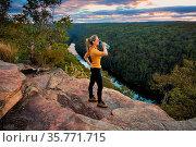 Scenic views bushwalking through Blue Mountains Australia arriving... Стоковое фото, фотограф Zoonar.com/Leah-Anne Thompson / age Fotostock / Фотобанк Лори