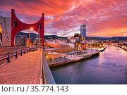 Puente de La Salve bridge, Nervion river, Guggenheim museum and Iberdrola... Стоковое фото, фотограф Javier Larrea / age Fotostock / Фотобанк Лори