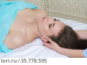 Young pretty woman getting facial massage from professional beautician. Стоковое фото, фотограф Евгений Харитонов / Фотобанк Лори