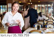 Happy woman waiter with good tip in restaurant. Стоковое фото, фотограф Яков Филимонов / Фотобанк Лори