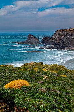 Strand an der Atlantikküste bei Praia de Odeceixe an der Algarve,...