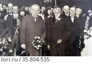 Photograph of King George V and Mr David Lloyd George at Victoria Station. Редакционное фото, агентство World History Archive / Фотобанк Лори