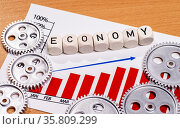 Diagramm mit Zahnrädern und dem Begriff economy. Стоковое фото, фотограф Zoonar.com/ironjohn / easy Fotostock / Фотобанк Лори