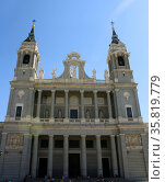 Cathedral of Saint Mary the Royal of La Almudena in Madrid. Редакционное фото, агентство World History Archive / Фотобанк Лори