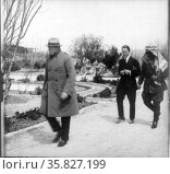 Winston Churchill, followed by Lawrence of Arabia, and Emir Abdullah (later King of Jordan in Palestine 1921. Редакционное фото, агентство World History Archive / Фотобанк Лори