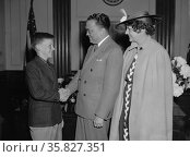 Spelling bee contestants with J. Edgar Hoover, (Director of the FBI). by Harris & Ewing May 19370101. Редакционное фото, агентство World History Archive / Фотобанк Лори