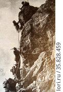 Italian troops climb the face of Monte Nero. Редакционное фото, агентство World History Archive / Фотобанк Лори
