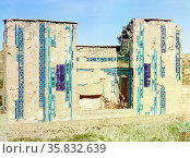 Tomb on the same side in the Passage of the Dead, Russia by Sergei Mikhailovich Prokudin-Gorskii. Редакционное фото, агентство World History Archive / Фотобанк Лори