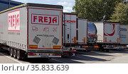 Viele Lastkraftwagen auf einem Autobahnparkplatz am Sonntag, Raststaette... Стоковое фото, фотограф Zoonar.com/Stefan Ziese / age Fotostock / Фотобанк Лори