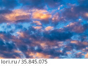 Beautiful clouds in blue sky, illuminated by rays of sun at colorful sunset to change weather. Summer cloudscape background. Стоковое фото, фотограф А. А. Пирагис / Фотобанк Лори