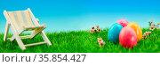 Osterferien Konzept mit Ostereier und Liegestuhl auf einer grünen... Стоковое фото, фотограф Zoonar.com/Robert Kneschke / age Fotostock / Фотобанк Лори