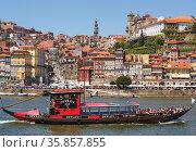 Porto, Porto District, Portugal. View across Douro River from Vila... Стоковое фото, фотограф Ken Welsh / age Fotostock / Фотобанк Лори