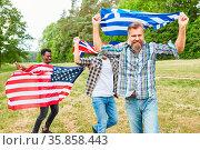 Junge Leute laufen stolz mit ihren Nationalflaggen als Symbol des... Стоковое фото, фотограф Zoonar.com/Robert Kneschke / age Fotostock / Фотобанк Лори
