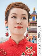Young Woman with Qipao. Стоковое фото, агентство Ingram Publishing / Фотобанк Лори