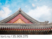 Close-up of ornate roof tiles on Chinese building. . Стоковое фото, агентство Ingram Publishing / Фотобанк Лори