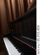 Close-up of piano and piano keys. Стоковое фото, агентство Ingram Publishing / Фотобанк Лори