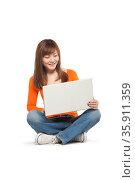 Young woman using a laptop computer. Стоковое фото, агентство Ingram Publishing / Фотобанк Лори
