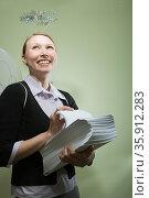 Office angel holding paperwork. Стоковое фото, фотограф Shannon Fagan / Ingram Publishing / Фотобанк Лори