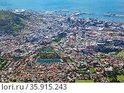 Blick hinab vom Tafelberg, Kapstadt, Südafrika, view from Table Mountain... Стоковое фото, фотограф Zoonar.com/Wibke Woyke / age Fotostock / Фотобанк Лори