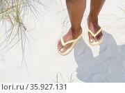 Woman wearing flip flops. Стоковое фото, фотограф Shannon Fagan / Ingram Publishing / Фотобанк Лори