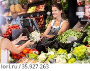 Woman vendor offering cauliflower to customer. Стоковое фото, фотограф Яков Филимонов / Фотобанк Лори