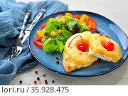Hähnchenschnitzel Hawaii mit Ananas und Käse im Ofen überbacken, mit... Стоковое фото, фотограф Zoonar.com/Karl Allgäuer / easy Fotostock / Фотобанк Лори