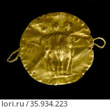Gold disc from a necklace, decorated with an image of the Three Graces. Редакционное фото, агентство World History Archive / Фотобанк Лори