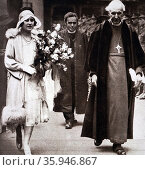 Photograph of the Archbishop of Canterbury walking with Lady Elizabeth at King's College (2016 год). Редакционное фото, агентство World History Archive / Фотобанк Лори