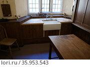 Victorian Butler's sink or washbasin (2016 год). Редакционное фото, агентство World History Archive / Фотобанк Лори