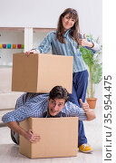 Young family moving in to new apartment after paying off mortgag. Стоковое фото, фотограф Elnur / Фотобанк Лори