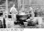Photographic print of a, World War One, Municipal soup kitchen in Belgium. Редакционное фото, агентство World History Archive / Фотобанк Лори