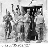 Nationalist arrest republican civilians following the seizure of the town of Irun, in the Basque region, during the Spanish Civil War. 1936. Редакционное фото, агентство World History Archive / Фотобанк Лори