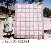 Mrs. Bill Stagg with state quilt, USA. Photographer Russell Lee. Редакционное фото, агентство World History Archive / Фотобанк Лори