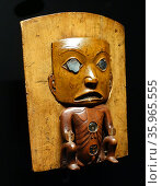 Wooden clan headdress from the Tlingit tribe of indigenous people from Pacific Northwest Coast of North America. Редакционное фото, агентство World History Archive / Фотобанк Лори