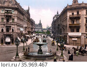 Street scene in Kaiserstrasse, Frankfurt in Germany 1903. Редакционное фото, агентство World History Archive / Фотобанк Лори