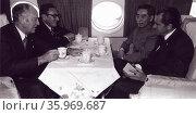 Photograph of the Chinese premier Zhou Enlai and US President Richard Nixon. Редакционное фото, агентство World History Archive / Фотобанк Лори