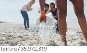 Diverse group of female friends putting rubbish in refuse sacks at the beach. Стоковое видео, агентство Wavebreak Media / Фотобанк Лори