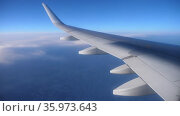 View from the window of the plane on the wing of the airliner. Стоковое видео, видеограф Яков Филимонов / Фотобанк Лори