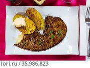 Tasty roast veal liver with baked potatoes served at plate, spanish dish. Стоковое фото, фотограф Яков Филимонов / Фотобанк Лори