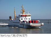 Passagierfaehre Frisia IX zwischen Insel Juist und Norddeich, Passagiere... Стоковое фото, фотограф Zoonar.com/W. Wirth / age Fotostock / Фотобанк Лори