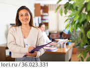 Portrait of business woman standing in office. Стоковое фото, фотограф Яков Филимонов / Фотобанк Лори