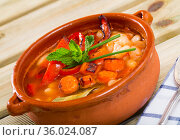 Bean's soup cooked with bean, carrots and pepper, served in bowl. Стоковое фото, фотограф Яков Филимонов / Фотобанк Лори