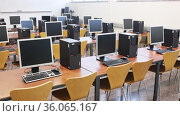 Multimedia classroom with new computers. Стоковое видео, видеограф Яков Филимонов / Фотобанк Лори