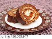 Два кусочка шоколадного рулета. Стоковое фото, фотограф Dmitry29 / Фотобанк Лори