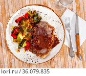 Beef steak with sauce, baked zucchini, bell pepper and onion. Стоковое фото, фотограф Яков Филимонов / Фотобанк Лори