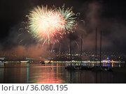 Фейерверк над  Геленджикской бухтой. Стоковое фото, фотограф Игорь Архипов / Фотобанк Лори