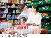 Woman with teenage daughter searching for cookies. Стоковое фото, фотограф Яков Филимонов / Фотобанк Лори