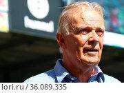 Volker Finke, Ex-Trainer Freiburg und Köln, 1. BL: 19-20: 3. Sptg... Стоковое фото, фотограф Zoonar.com/Joachim Hahne / age Fotostock / Фотобанк Лори