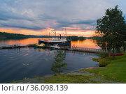 Июньский облачный вечер на Сайменском озере. Савонлинна, Финляндия (2016 год). Редакционное фото, фотограф Виктор Карасев / Фотобанк Лори